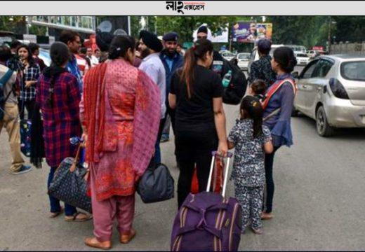 কাশ্মীরে চরম আতঙ্ক: দলে দলে পালাচ্ছে লোকজন