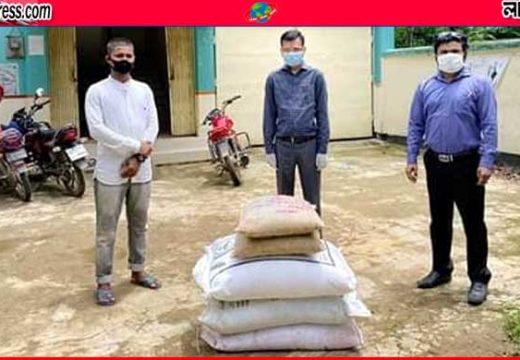 বড়লেখায় ফেসবুক পেজে বার্তা: কৃষককে বিনামূল্যে উপকরণ দিল উপজেলা প্রশাসন