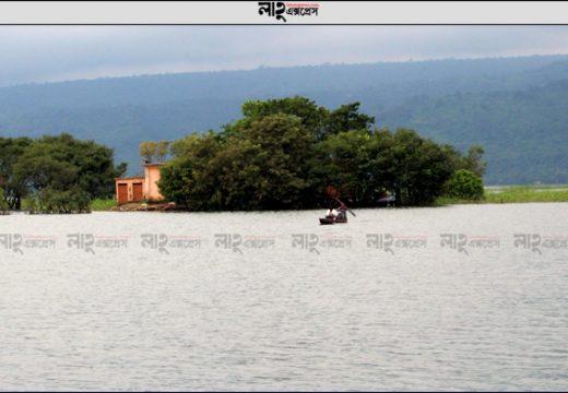 টাঙ্গুয়ার হাওরে নৌকাডুবিতে দুই যুবকের মৃত্যু নিউজ ডেস্ক