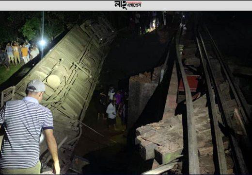কুলাউড়ার ট্রেন দুর্ঘটনা: সুযোগ সন্ধানীরা চুরি করে নিয়ে যাচ্ছে যাত্রীদের মালামাল নিজস্ব প্রতিবেদক