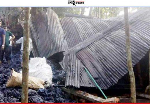 গোলাপগঞ্জের ঢাকাদক্ষিণে তুলার গোদামে আগুন, কয়েক লাখ টাকার ক্ষয়ক্ষতি নিজস্ব প্রতিবেদক, গোলাপগঞ্জ ::