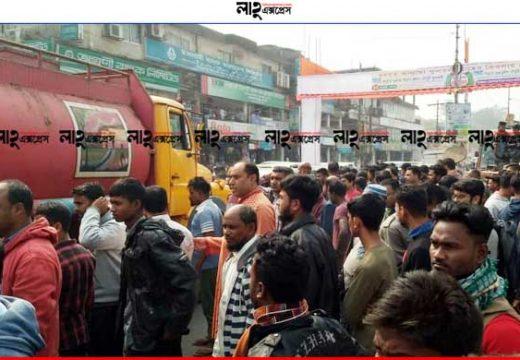 গোলাপগঞ্জে চালককে পুলিশের মারধরের অভিযোগ, দু'দফা সড়ক অবরোধ নিজস্ব প্রতিবেদক, গোলাপগঞ্জ ::
