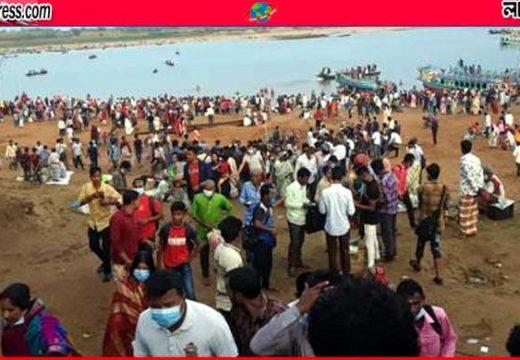 সুনামগঞ্জে বিধিনিষেধ উপেক্ষা করে জাদুকাটায় গঙ্গাস্নান
