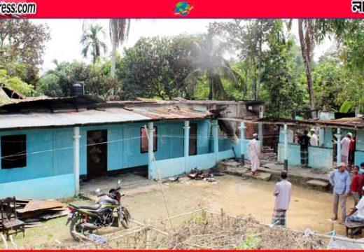 বড়লেখার শাহাবাজপুরে অগ্নিকাণ্ডে বসতবাড়ি পুড়ে ছাই