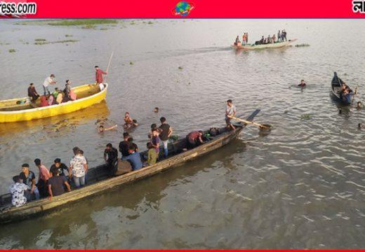 স্বাস্থ্যবিধি উপেক্ষা করে হাকালুকি হাওরে পর্যটকের ভিড়